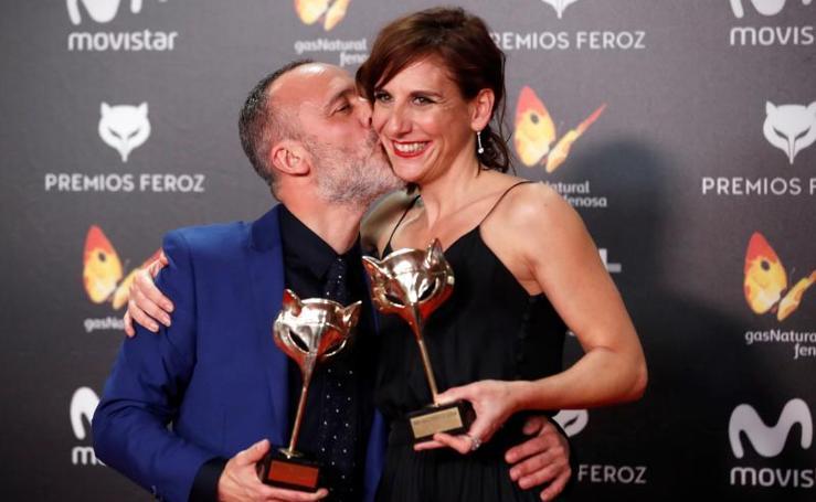 El negro domina en la alfombra roja de los Premios Feroz