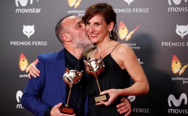 La alfombra roja de los Premios Feroz viste de negro