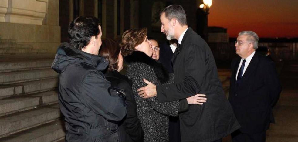 El Rey asiste en Madrid a la misa funeral por el exministro Aurelio Menéndez