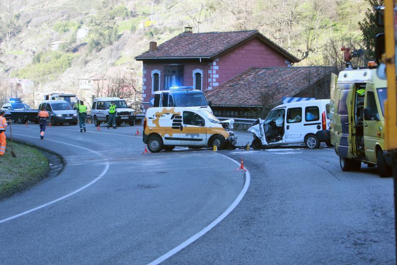 Muere una mujer en un accidente en el corredor del Aller en Mieres