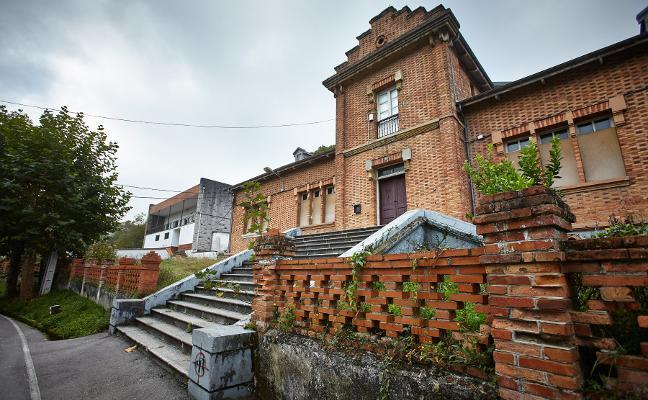 IU propone restaurar las Escuelas del Ave María de Arnao en su plan de inversiones
