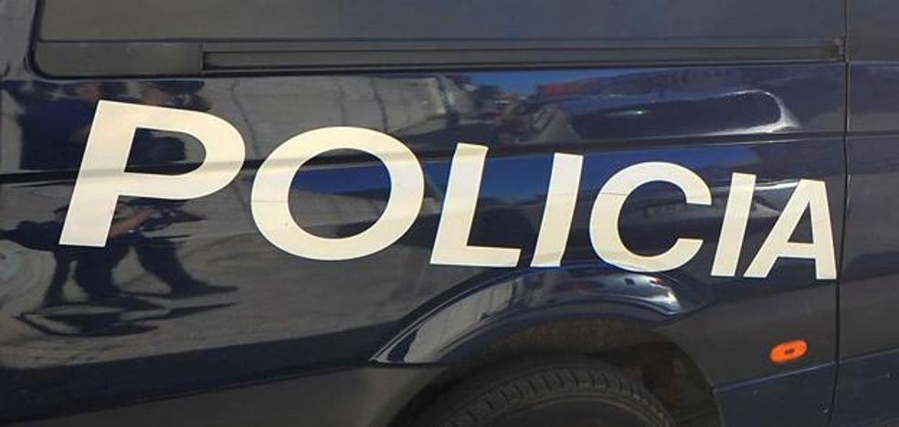 La Policía sorprende 'in fraganti' a un vecino de Colloto con 17 papelinas de 'speed'