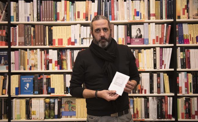Héctor Jácome presenta en la librería Cervantes su libro de fotografías