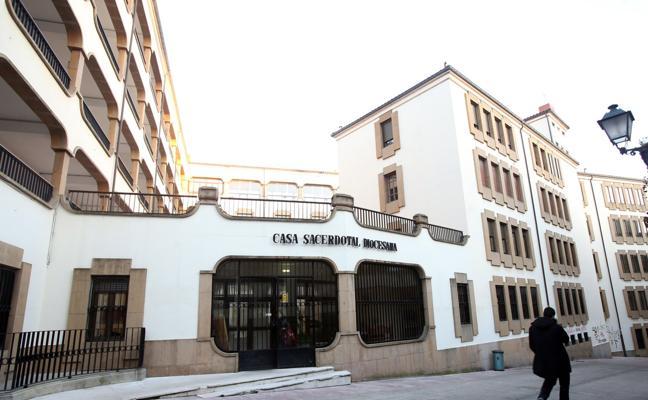 La Iglesia destaca su «impagable colaboración» en Oviedo ante el interés de que pague el IBI