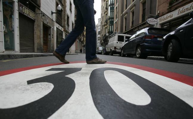 La federación vecinal de Gijón aboga por «cambiar el chip» con respecto a la movilidad