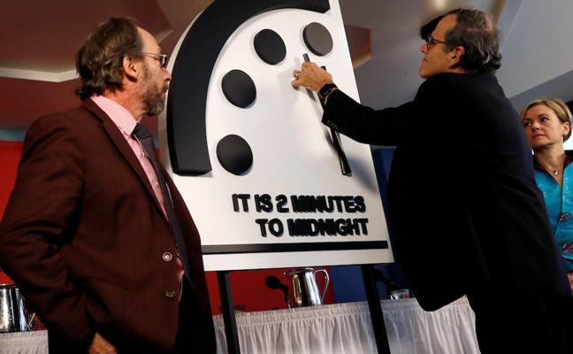 El riesgo nuclear adelanta el reloj apocalíptico a dos minutos de la medianoche