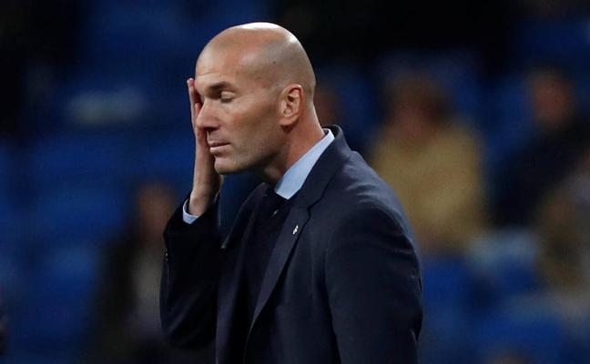 Zidane asume que sólo la 'decimotercera' le mantendría en el cargo