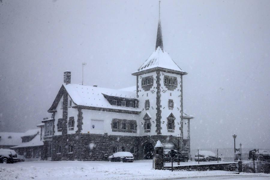 La nieve mantiene a Asturias en alerta