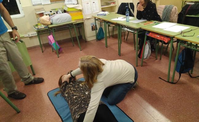 El colegio Miguel de Cervantes se convierte en el primer centro con desfibrilador