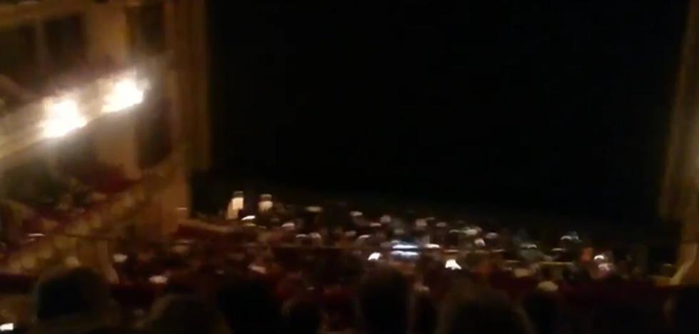 Un 'Puxa Asturies' antes de la ópera