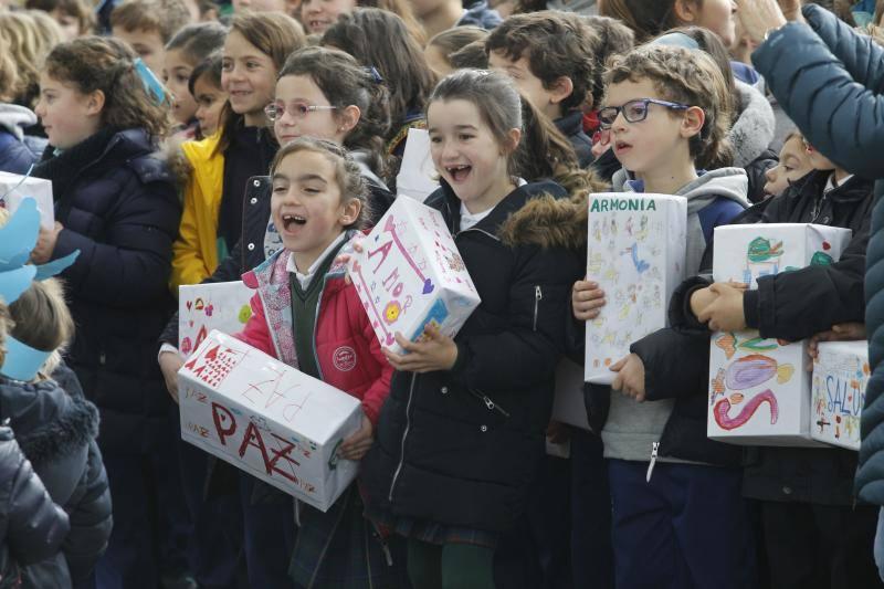 Teatro, canciones y globos para celebrar el Día de la Paz en Gijón