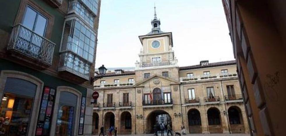 Fallece una mujer de un infarto junto al Ayuntamiento de Oviedo, que carece de desfibrilador