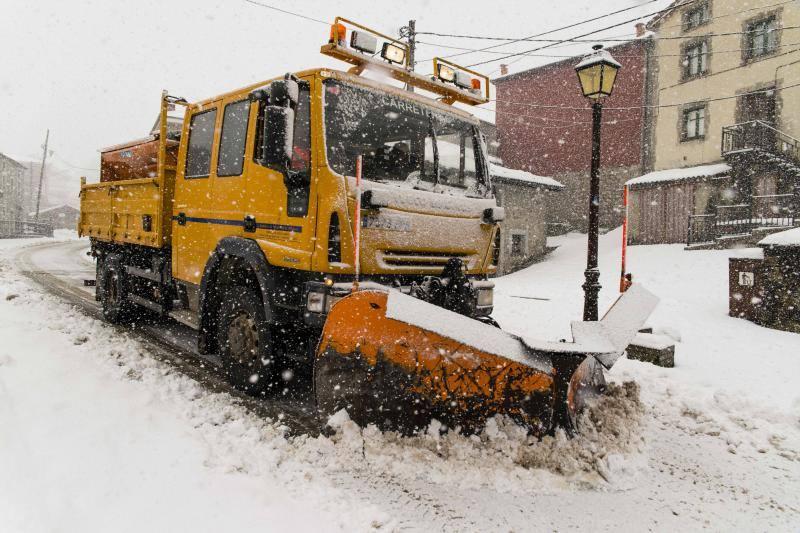 El frío y la nieve ponen en alerta roja a Asturias