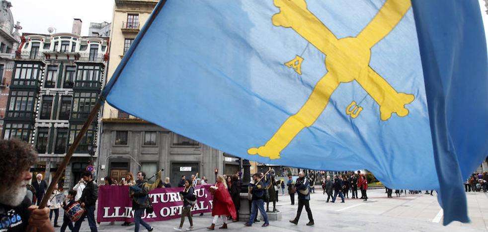 Podemos e IU se quedan solos en la defensa de la oficialidad del asturiano