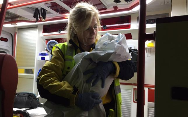Detenida la madre de la bebé abandonada en la puerta de una parroquia en Madrid