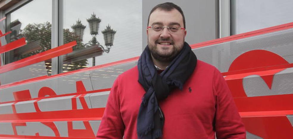 Adrián Barbón apoya en Laviana una moción que pide al Principado la oficialidad del asturiano