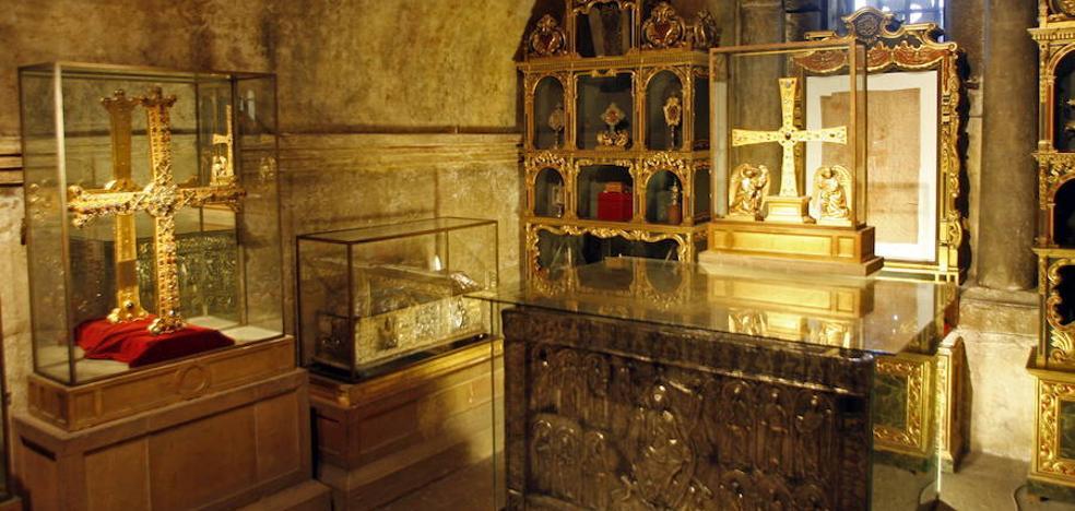 Asturias protege las joyas de la Cámara Santa