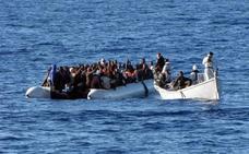 Mueren 90 inmigrantes al volcar su barco frente a las costas de Libia