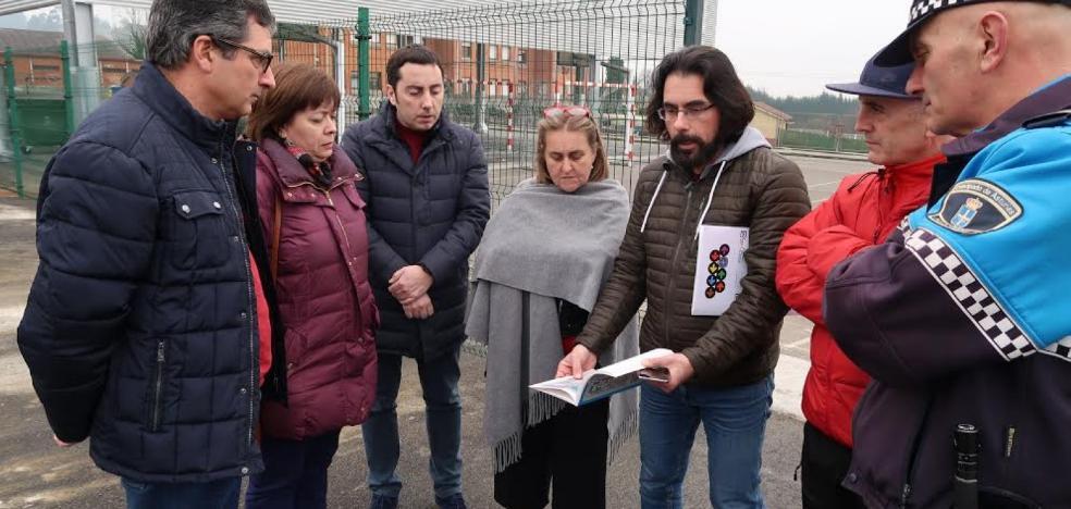 Llanera estudia construir un parque de tráfico infantil en el colegio de Lugo