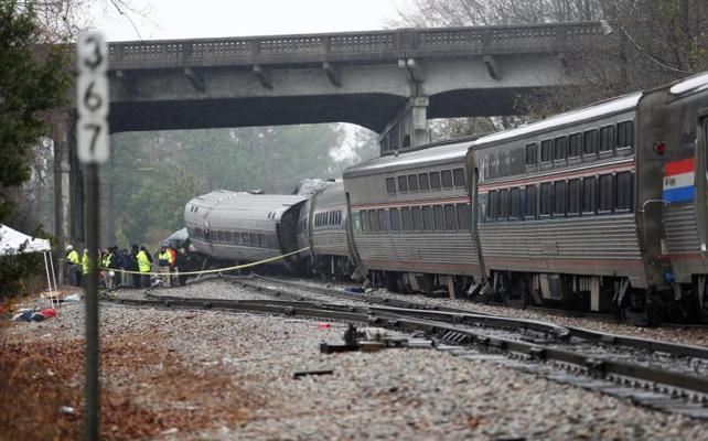 Al menos dos muertos en una colisión de trenes en Carolina del Sur