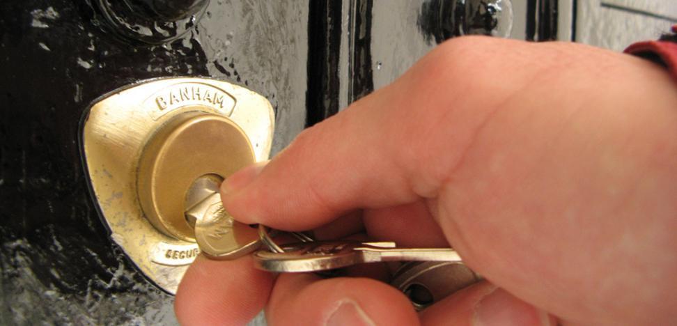 Condenado a 6 meses de cárcel por allanar la vivienda de su exmujer en Castrillón y cambiarle la cerradura