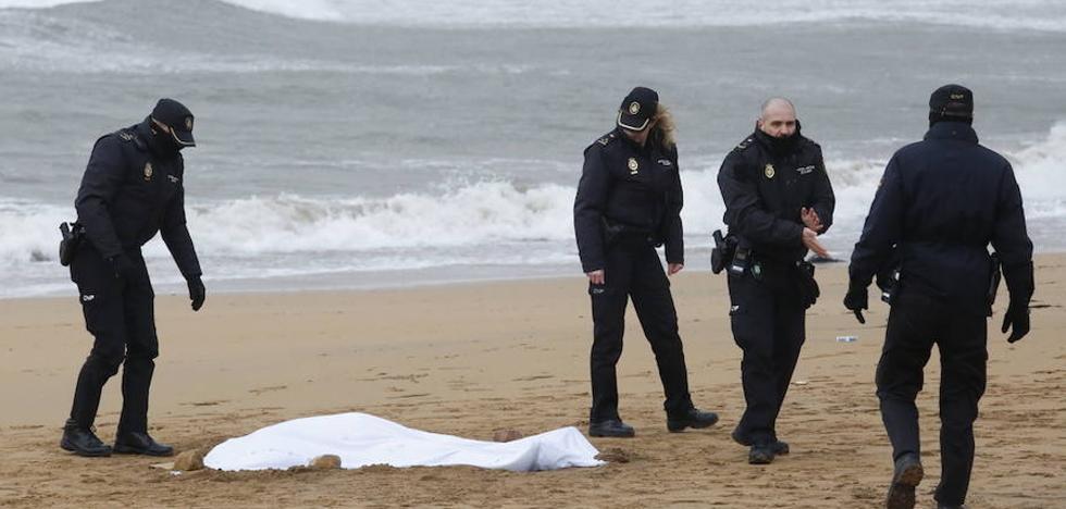 Hallan hoy lunes, 5 de febrero, el cadáver de una mujer en la playa de Poniente
