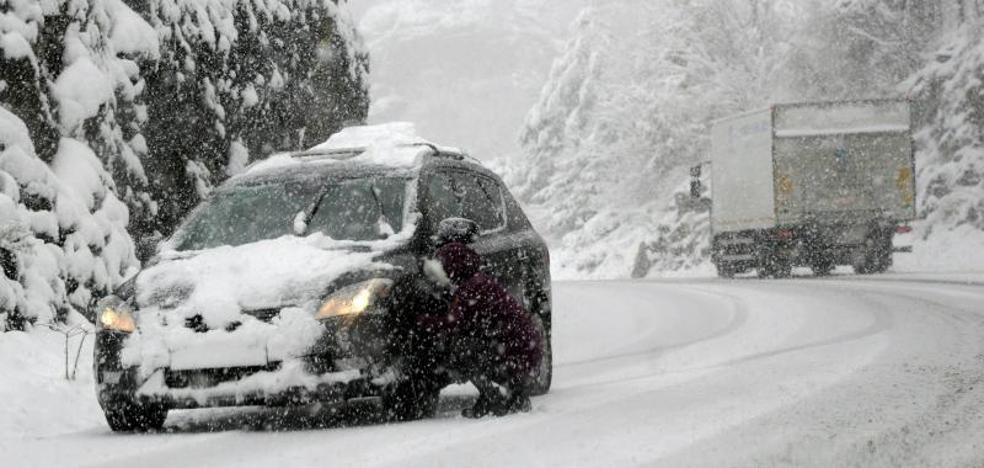 La nieve y el hielo siguen afectando a 176 carreteras del norte y noreste del país