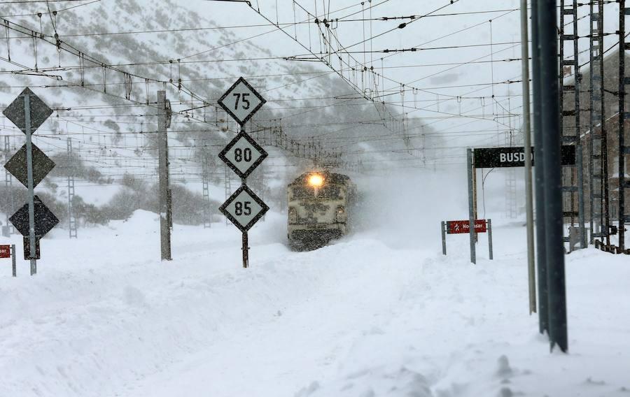Las impresionantes imágenes de la línea del tren en Pajares tras las nevadas