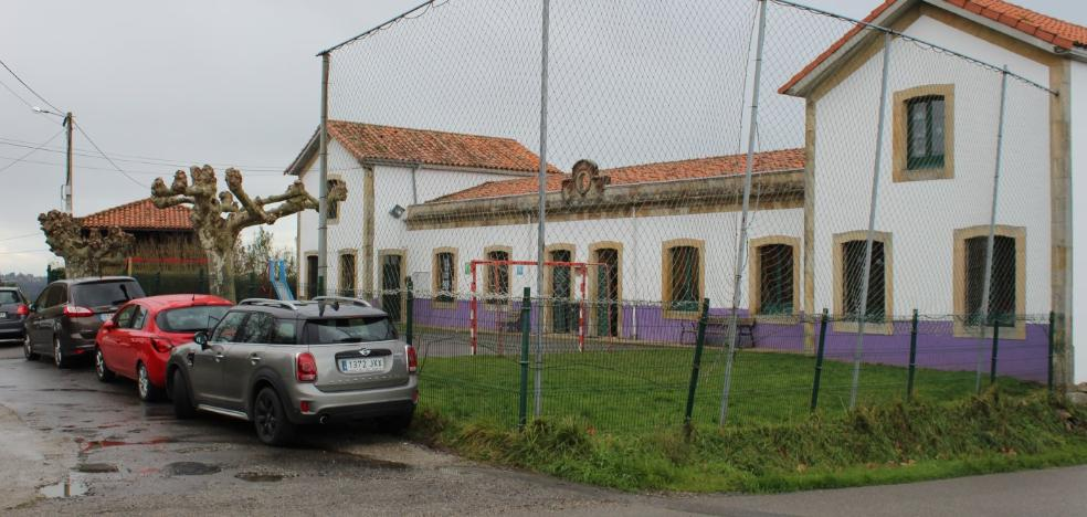 Los vecinos de Castiello piden un aparcamiento junto al colegio