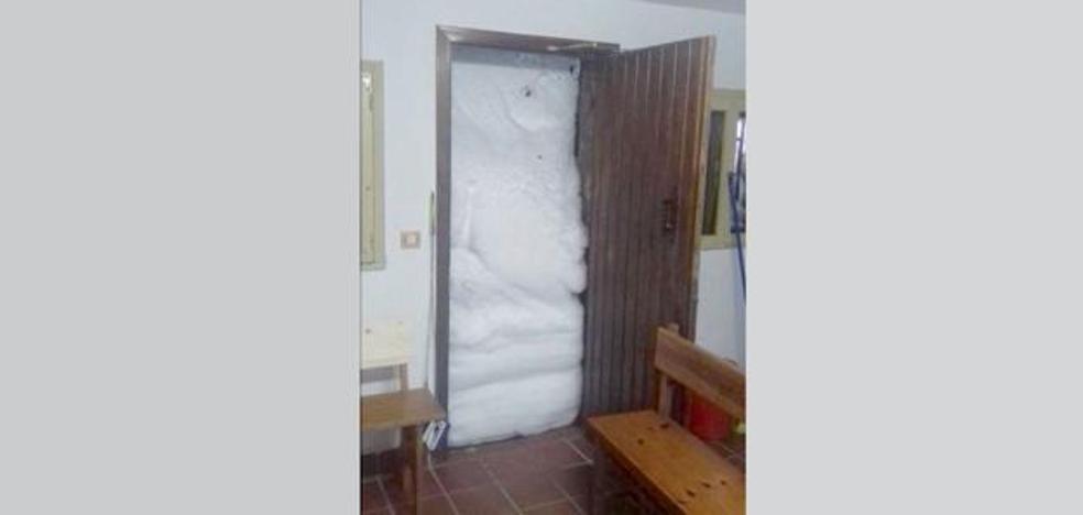 Temporal en Asturias   Los operarios se afanan para abrir las estaciones de esquí a partir de hoy