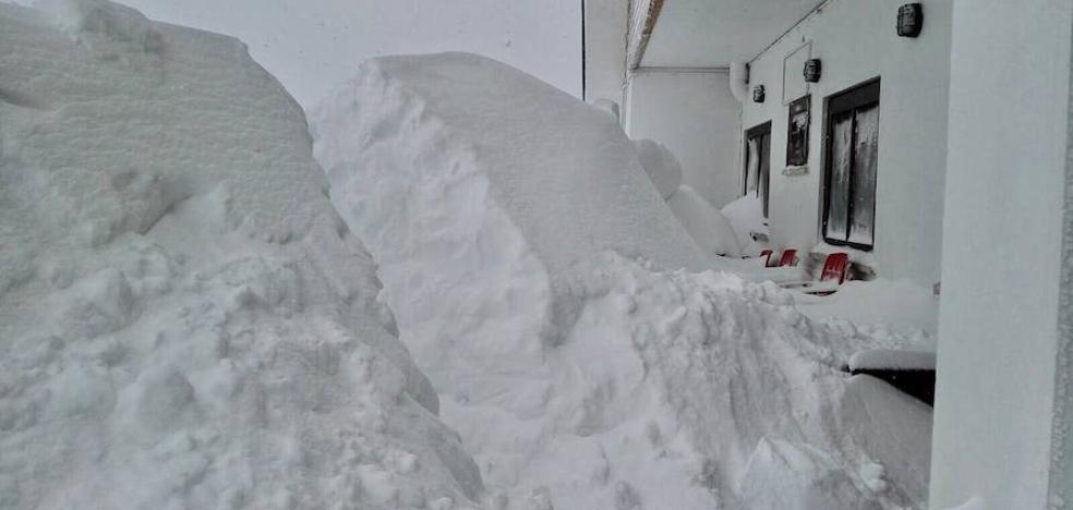 Más de dos metros de nieve en Valgrande-Pajares