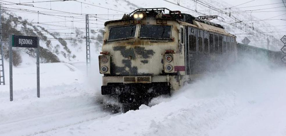 Temporal en Asturias: La nieve, el hielo y los argayos dejan sin electricidad a 10.000 personas