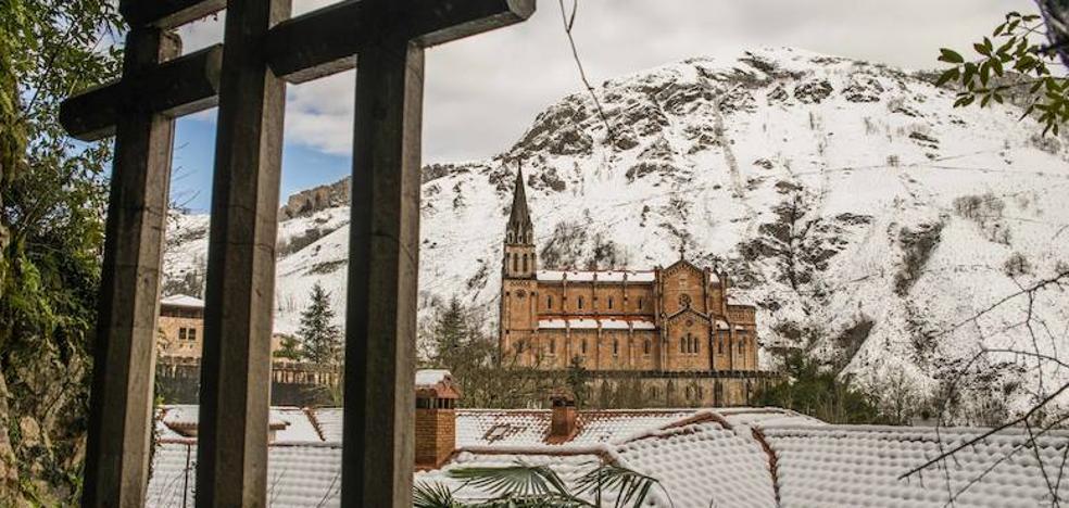 Las impresionantes imágenes de la nieve en Covadonga