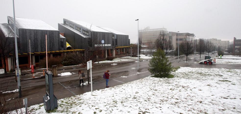 La nieve cubre la zona alta de Oviedo