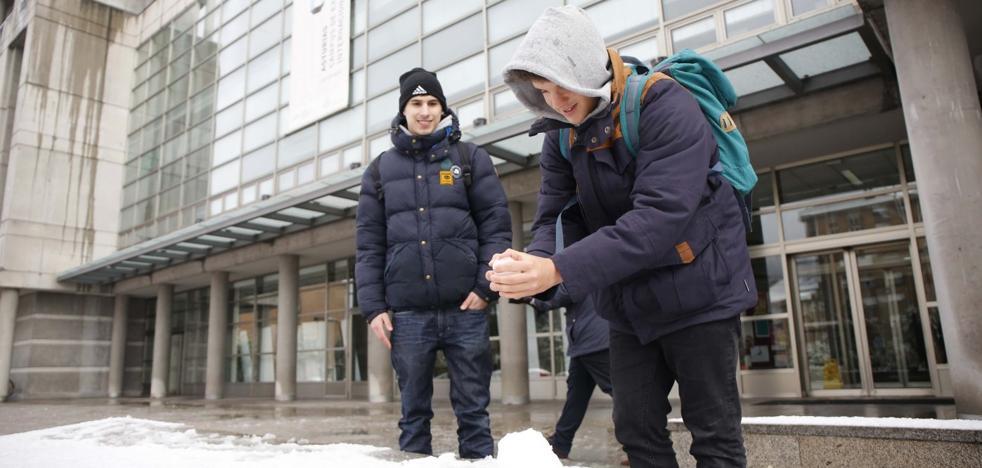 Temporal en Asturias: El riesgo de quedar aislado en el campus de Mieres vació las aulas