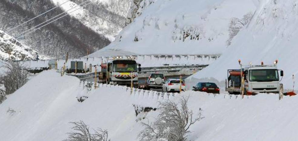 Amplio despliegue para evitar daños mayores ante un nuevo temporal en Asturias «más intenso»