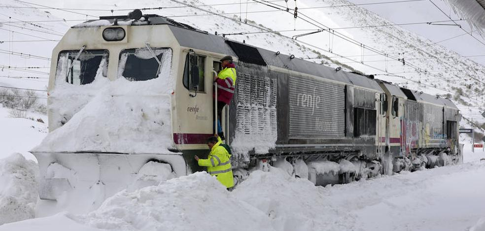 Temporal en Asturias | Tres días sin comunicación por tren con la meseta