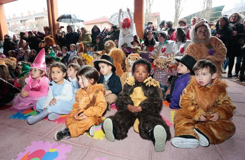 El Carnaval estalla en los colegios de Gijón