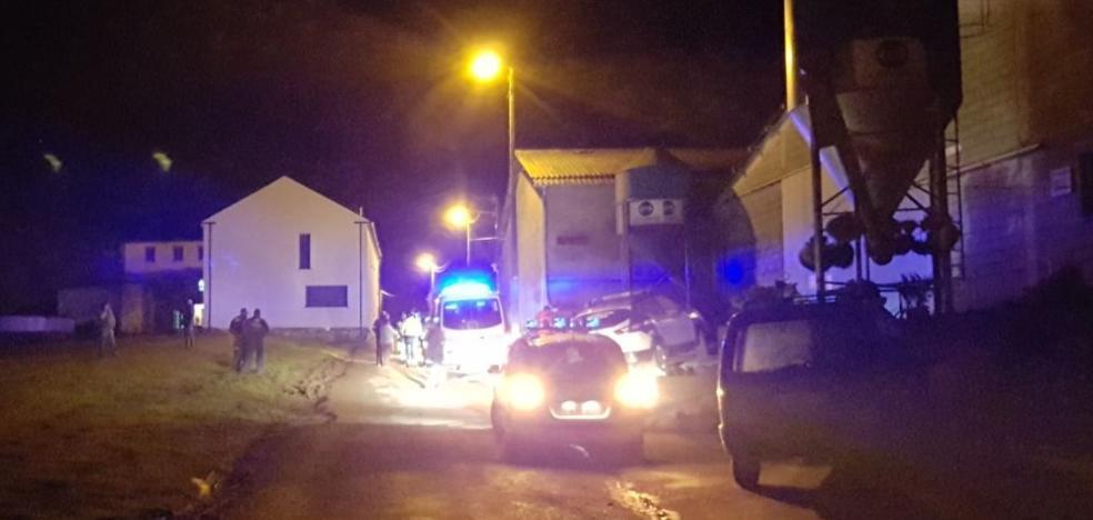 Un motorista de dieciséis años fallece en un choque con un tractor en Navia