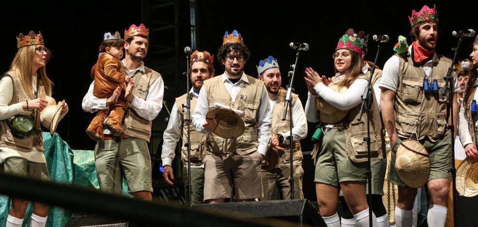 Carnaval de Avilés | La Liga de la Justicia inicia su mandato con un gélido acto de coronación