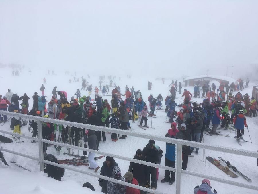 Los esquiadores llenan Valgrande-Pajares