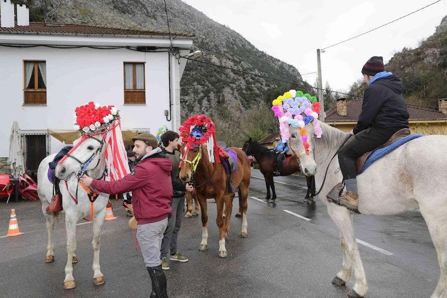 La parroquia de Cazu, en Ponga, celebra el aguinaldo con solteros y casados