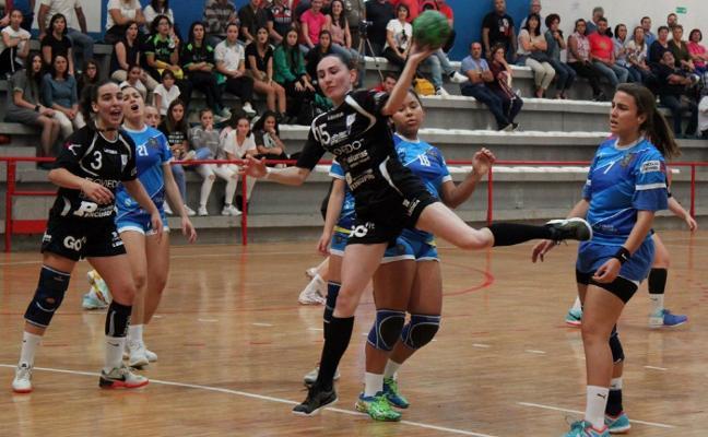 El Oviedo Femenino busca el triunfo en la pista del Chapela