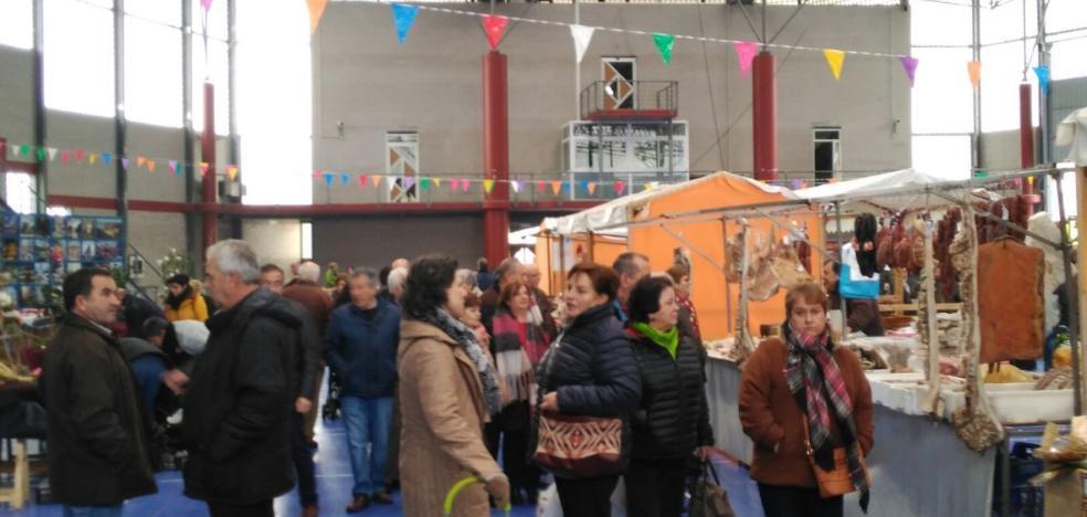 Vegadeo rinde tributo al cerdo en la tercera edición de la Feria Tradicional de la Matanza