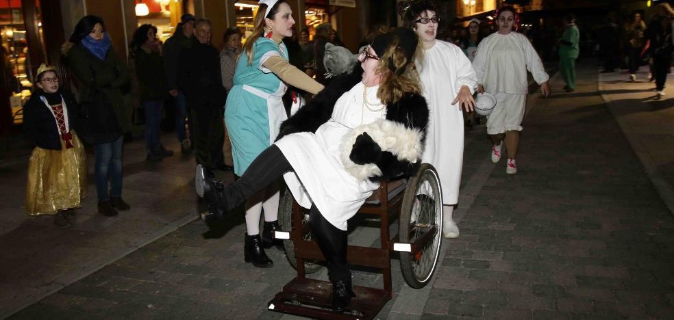 El carnaval para los relojes en Llanes
