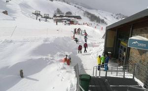 Fuentes es la estación con más nieve de España, pero sin acceso desde Asturias