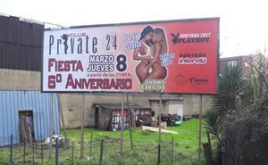 Denuncian un cartel de un show lésbico en un club de alterne de Oviedo en el Día de la Mujer