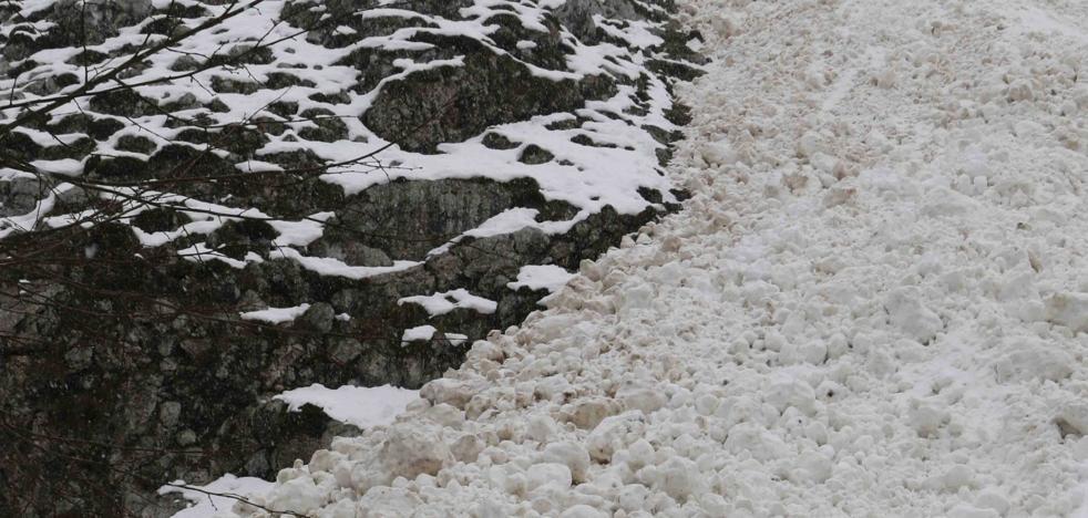 «¿Cómo va a subir la gente a Fuentes de Invierno con semejante carretera?»