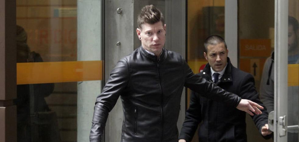 El acusado de agredir sexualmente a su pareja de Gijón reconoce los hechos y acepta tres años de prisión