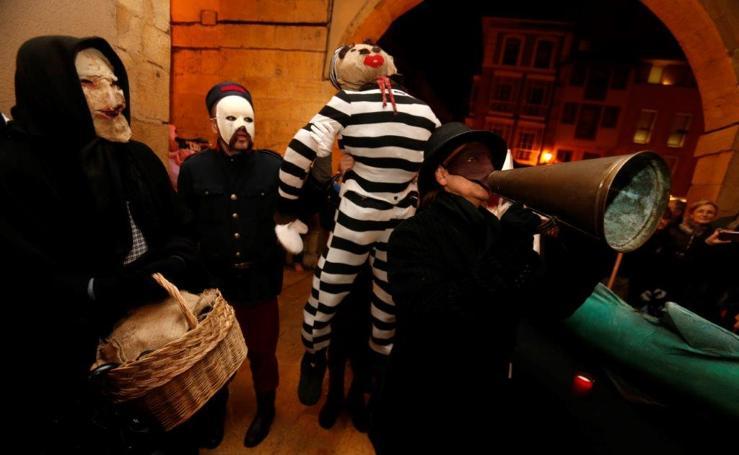 Antroxu de Oviedo | Los Mazcaritos abren el carnaval